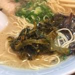 博多濃麻呂 - 無料の高菜漬けトッピング