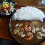 カレーやSAN - シーフードカレー大盛(1000円)+サラダ