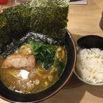 麺屋台 横綱家 - ラーメン+半ライス