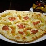 あるとれたんと - いちじく・モッツァレラチーズ・ナポリサラミのピッツァ