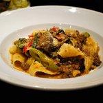 あるとれたんと - パッパルデッレで、鴨肉と京野菜のラグーソース