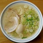ラーメン屋 アジト - 料理写真:煮玉子博多ラーメン