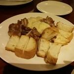 ラ プロメッサ - ローストチキンとバケットのラクレットチーズ♪