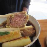 蕎麦 孤丘 - 鴨つくね 断面写真