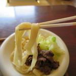 たかちゃんうどん - 太さがばらばらな典型的な吉田の麺。