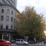 カフェドゥラプレス - こちらのビルの2階にある