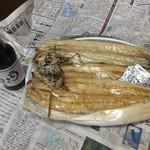 戸村川魚店 - 料理写真:鰻の白焼き1匹2,200円×4匹  タレ一本