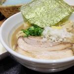 金狼 - 濃厚豚鶏魚介ラーメン(中盛)+味玉
