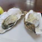 漁師の海鮮丼 - 生牡蠣