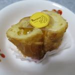 BAKE HOUSE テディ - バナナのメープルパン130円(内税)。