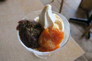 松華堂菓子店 - 松華堂パフェ(ソフトクリーム、自家製あんこ、あんず煮、深煎りきなこ)2