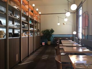 スモーブロー キッチン ナカノシマ - 落ち着いた空間。