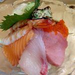 笹嘉ずし - 料理写真:ちらし寿司  裏側から撮影   ¥1000
