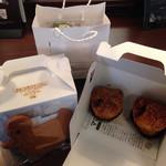 フランス菓子16区 - マロンパイ2個入り2箱・義援金サブレ・クッキーなどが入った紙袋