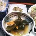 ぶんぶく茶屋 - 煮物・大根サラダ