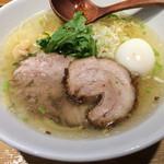 塩らー麺 本丸亭 - ラーメン+塩玉子
