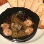 イタリアン食堂酒場 大手町厨房 - 2016年10月31日  アヒージョ。