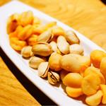 鉄燻CHOI URASAN - 燻製ナッツ盛 3種 480円 マカダミアナッツ、ピスタチオ、ジャイアントコーン