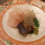 さんしん亭 - 刺身(鯖炙り・平目・鯛)