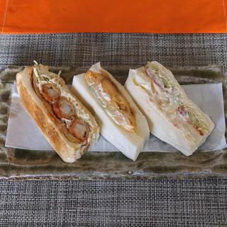 コンパル メイチカ店 - 3種類のサンドイッチ (エビフライサンド、コーチン玉子サンド、ポテトサンド)
