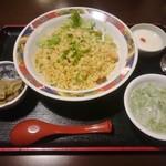 香港ダイニング 九龍 - エビとチャーシューの広東炒飯 880円