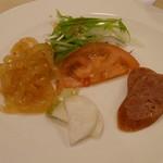 南園 - 前菜。くらげ、腸詰、蕪の酢漬け