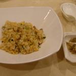南園 - 鶏肉と野沢菜のチャーハン