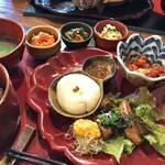 有機茶屋 あじゃり - ★★★★ たんぽぽ茶で炊いた玄米、おから豆腐、車麩二種、味噌汁、選べる小鉢3品