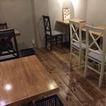キチズキッチン - 店内奥のテーブル席