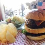 カフェ 彩の森 - アメリカ国旗からの、ペット映り込み!