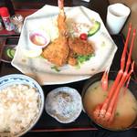 58463037 - 大エビとカニコロと地魚のミックスフライ(+カニ汁定食セット+ご飯大盛)