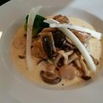 フレンチレストラン Nature - 鶏もも肉とキノコのクリーム煮込み