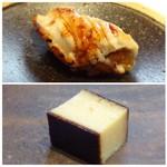 菊鮨 - ◆上:穴子。フッワッ&カリッ=美味しい。       ◆下:玉。すり身の旨みを感じる品ですが、表面はもう少し軽い焼きでもいいような。       折角のすり身のお味が負けるように感じました。