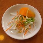 陽山 - 料理写真:最初にサラダ。