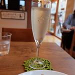フェリーチェ カフェ - グラスワインの白