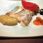 58469348 - 前菜2:太刀魚 強火で温めたフライパンに皮目を焼きつけてお湯を入れて蒸し上げた一品