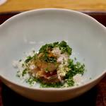 58470590 - 熟成カンパチのお刺身。ねぎが芸術的で塩昆布との相性も抜群。美味。