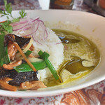 WAIWAI アジアのごはんやさん - グリーンカレーとガイパッキンのハーフ&ハーフ(グリーンカレーは好きな味)