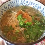 WAIWAI アジアのごはんやさん - タイラーメン(パクチーがアクセントで少しピリ辛。センレックも美味しい))