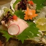 築漸 - 牡蛎はクリーミーで美味                             でも、産地は説明なし