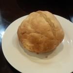 58473329 - ランチ用のパンは予想外に大きかったので残りソースをたっぷり浸みこませていただけました