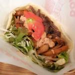 The Kebab Factory - ...「ビーフケバブサンド(600円)」、ソースの辛さも選択可能!