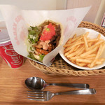 The Kebab Factory - ...「ビーフケバブサンド(600円)+ポテト&ドリンク(300円)」、チキンとビーフのミックスコール可能!
