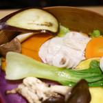 58476105 - やまと豚と季節野菜のせいろ蒸し ¥1,130