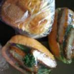 西勘堂 - 上は、小さな3つの味のパンが、ひとつになってるパン。 それと、豚カツパン。