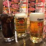 牛繁 - ドリンク写真:生ビール、コーラ