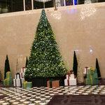5848898 - クリスマスの飾りつけ