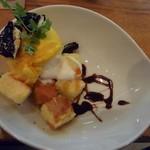 パティスリー ジ アース カフェ - 北海道えびすかぼちゃアイスパフェ仕立てメープルソース添え
