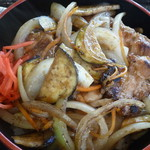 58482618 - 信州福味鶏と地場野菜の特製タレ丼アップ