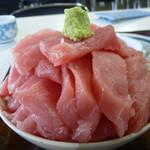 鶴亀屋食堂 - 新鮮な中トロと赤身のマグロがたっぷり♪